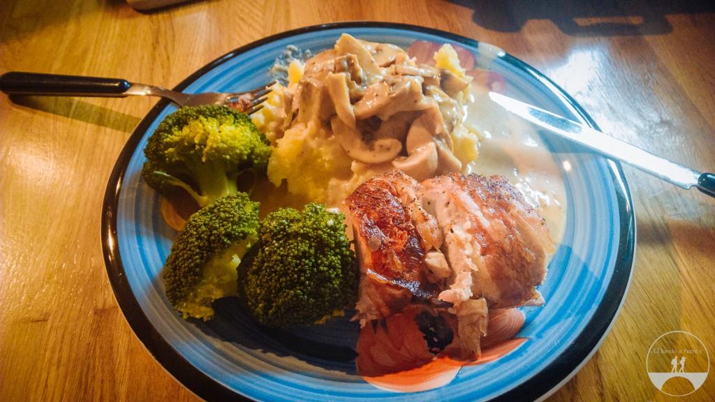 Brócolis, lombo de porco, bacon, batata e champignon