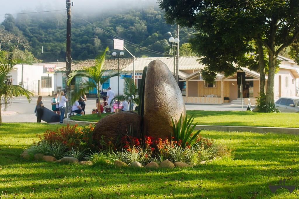Pedras grande na praça da cidade :)